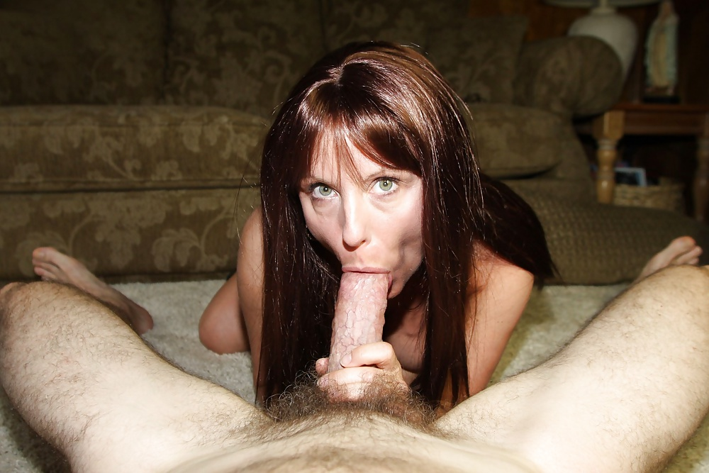 Amateur Milf Gives Blowjob And Gets The Sperm In Her Mouth -9408