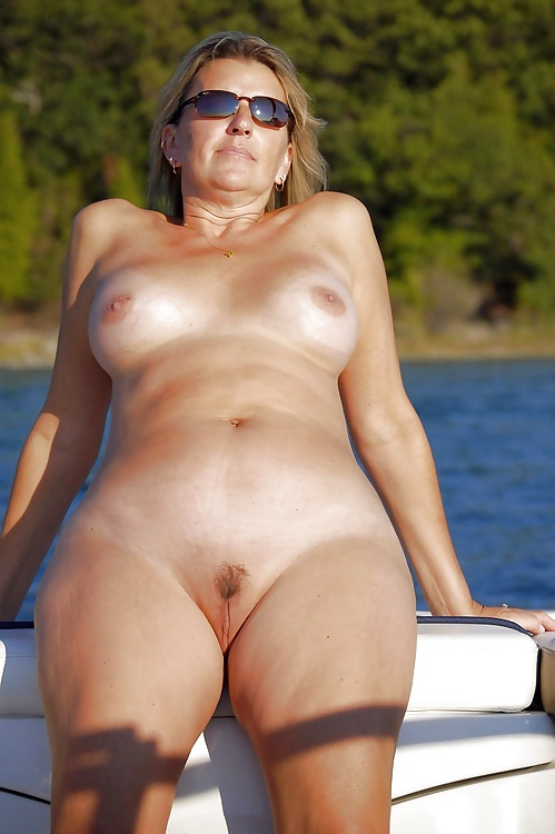 Pretty naked girlfriend