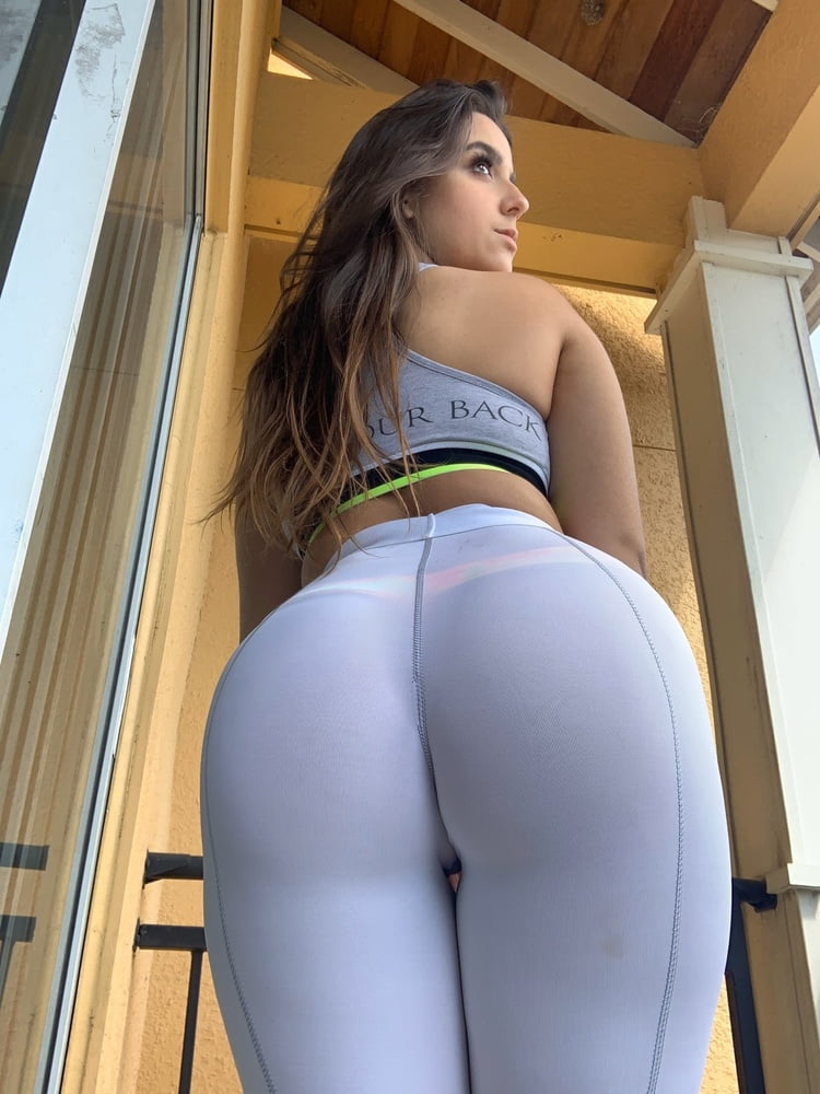 She drive me crazy with all that ass - 12 Pics