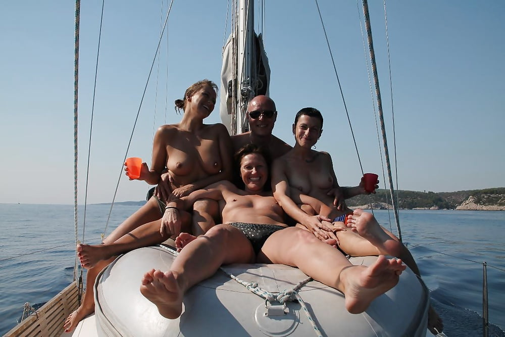 Family nude sailing — pic 12