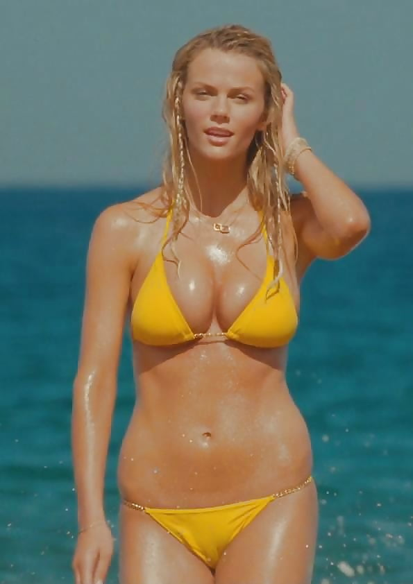 brooklyn-decker-golden-chain-bikini