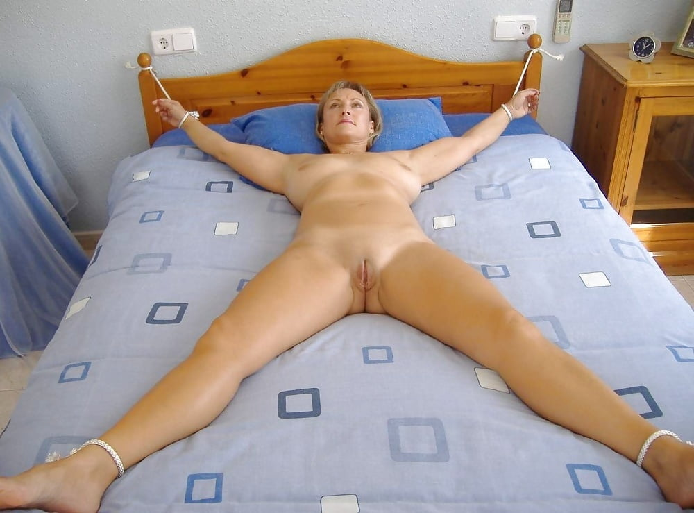 naked-wife-spreadeagle