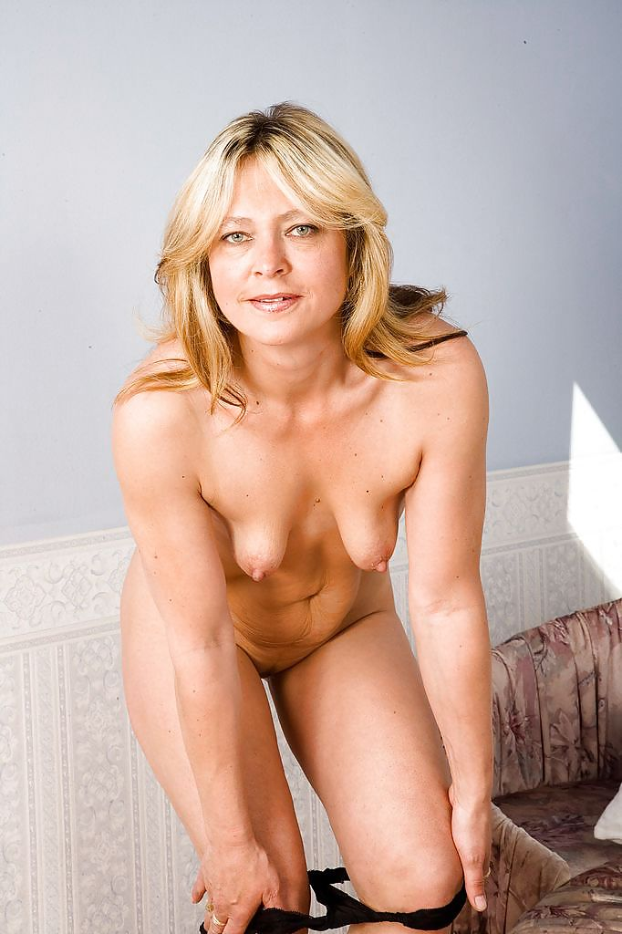 Monica With Her Small Saggy Tits - 16 Pics  Xhamster-3851