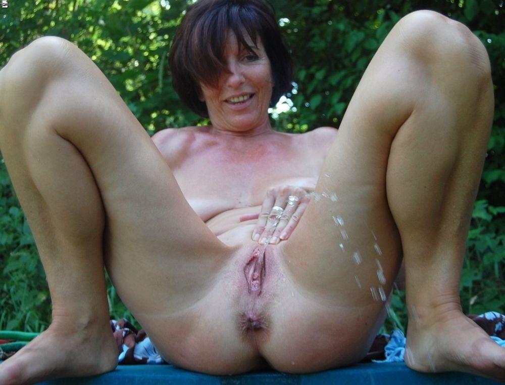 lady-ass-mature-pee-pics-mature