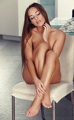 Naked girls sexy feet