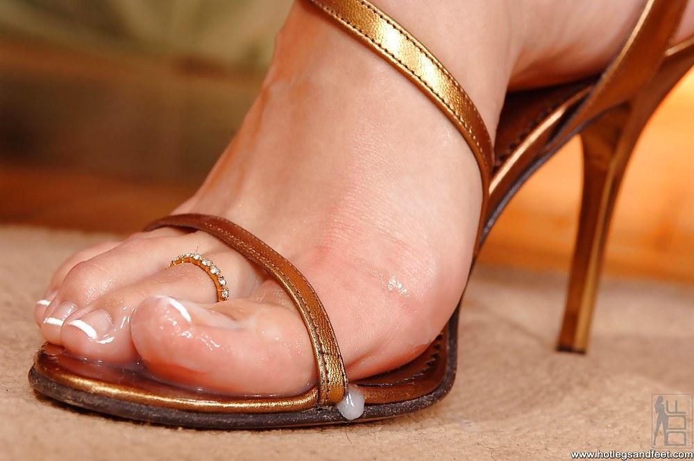 Pretty feet in pussy pics