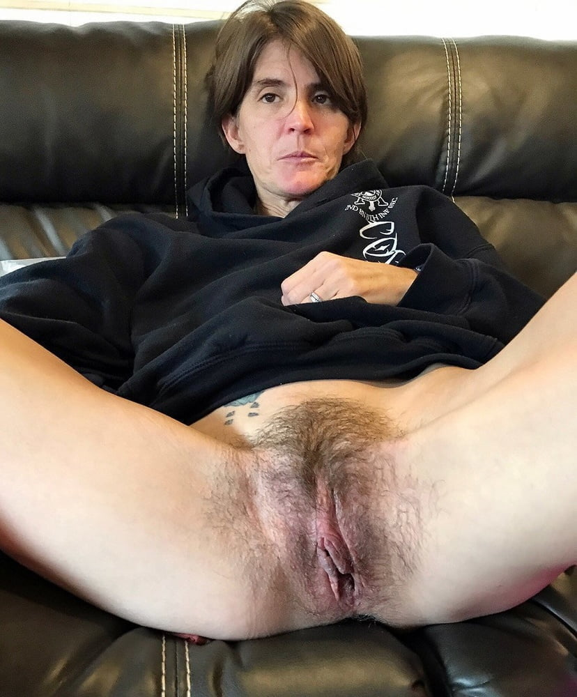 Kinky mature slut gets her fat hairy pussy dildo fucked