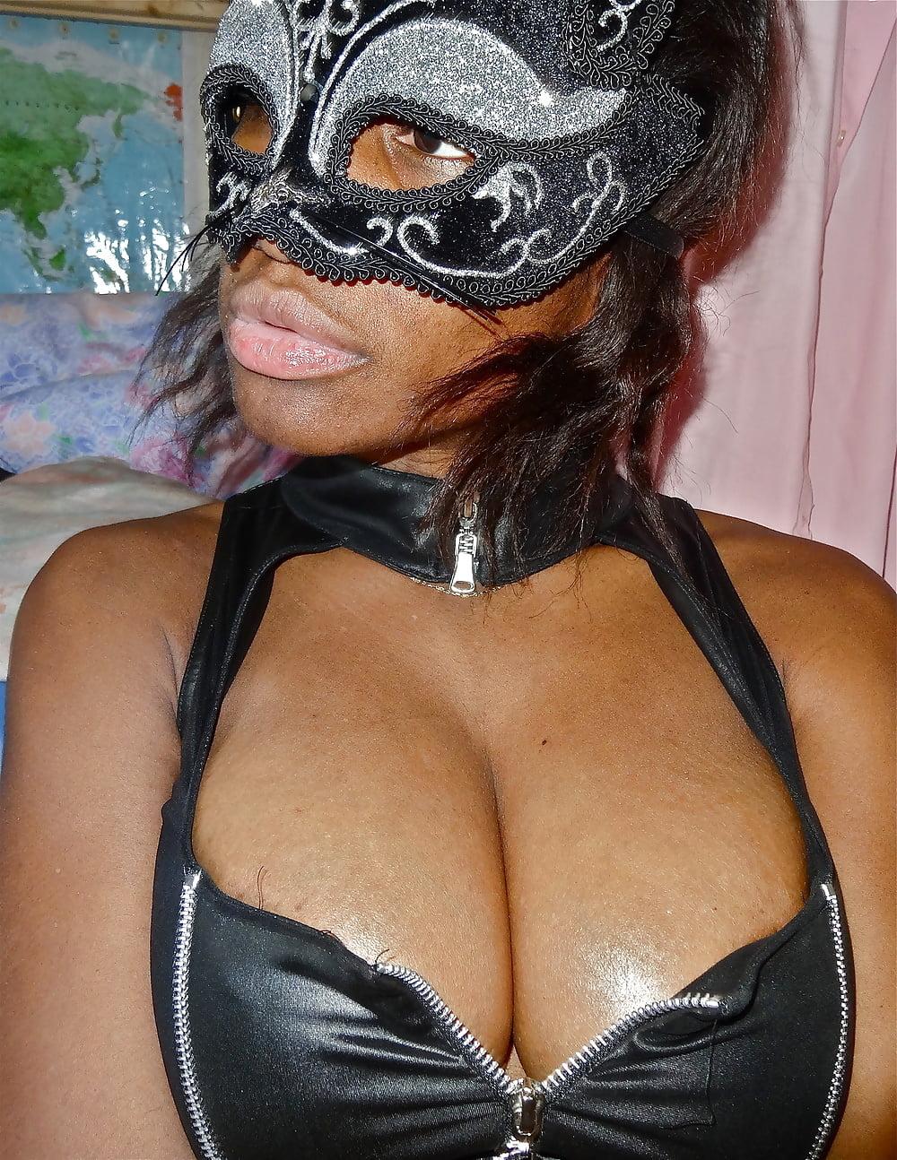 Jiggly black tits