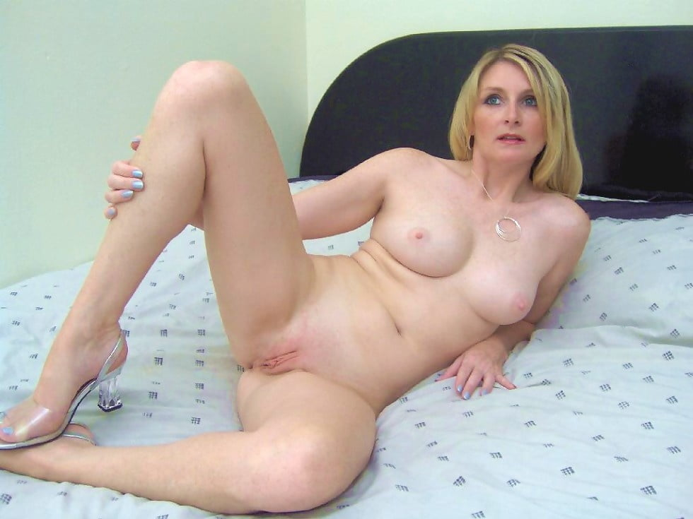 hot-sexxy-naked-moms-girls