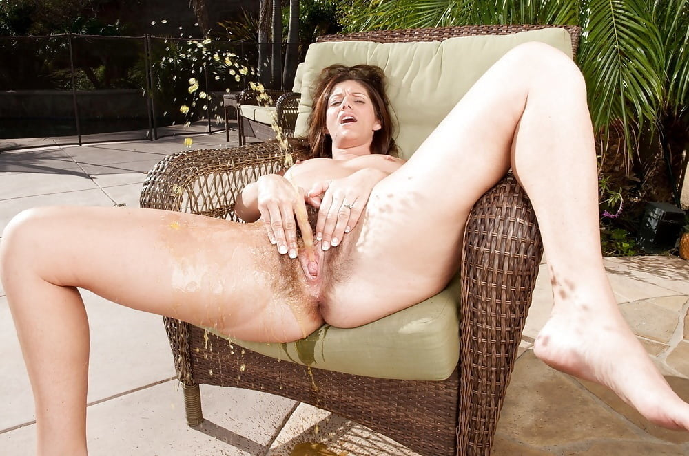 Hermaphrodite pissing on slutload