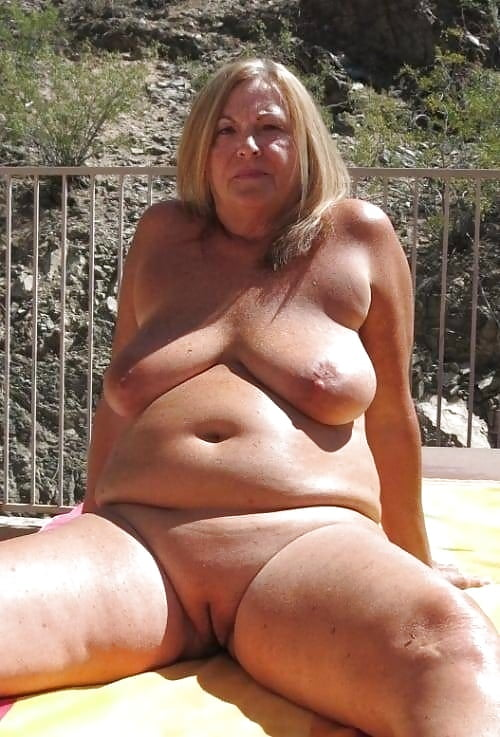 fat-naked-middle-aged-woman-female-orgasm-squeeze