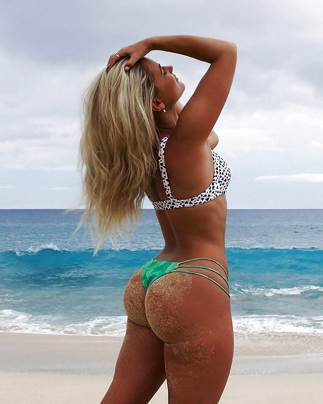Hot meaty bubble butt blonde bbc in dorm porn photo