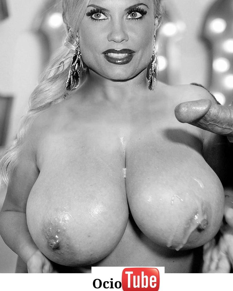 Nicole Austin Exposing Her Big Boobs Inside Car To Paparazzi