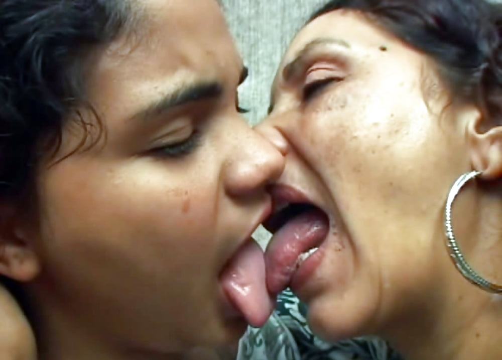 with-naked-mom-kissing-porn-cracker-slut