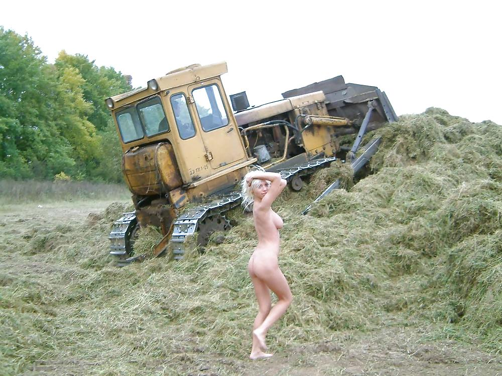 video-porno-derevne-na-traktore