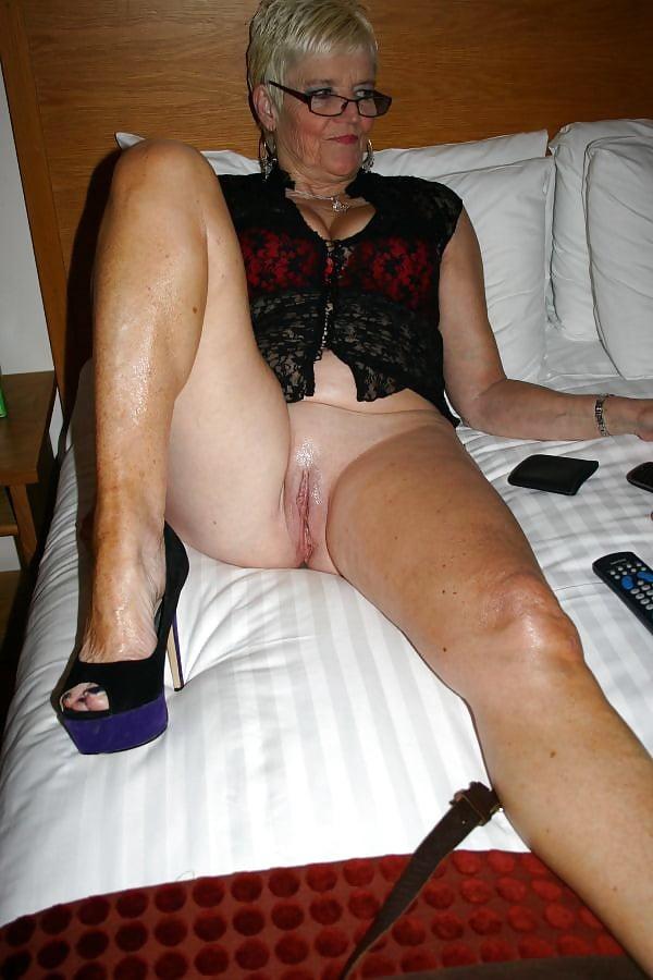 Mature grannie slut xxx — photo 5